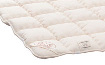 The comfort new wool topper is quilted with 1000 g/m² and warms comfortably.